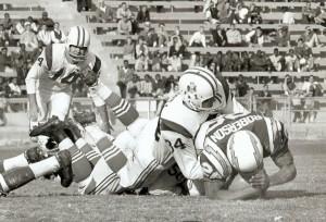 Chuck Shonta tackles Bo Roberson