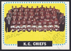 1964 topps - 110 - chiefs team - mack lee hill