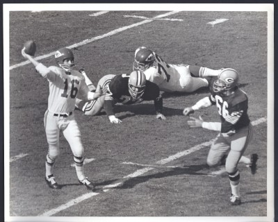 Len Dawson throws over the Packers' Ray Nitschke.